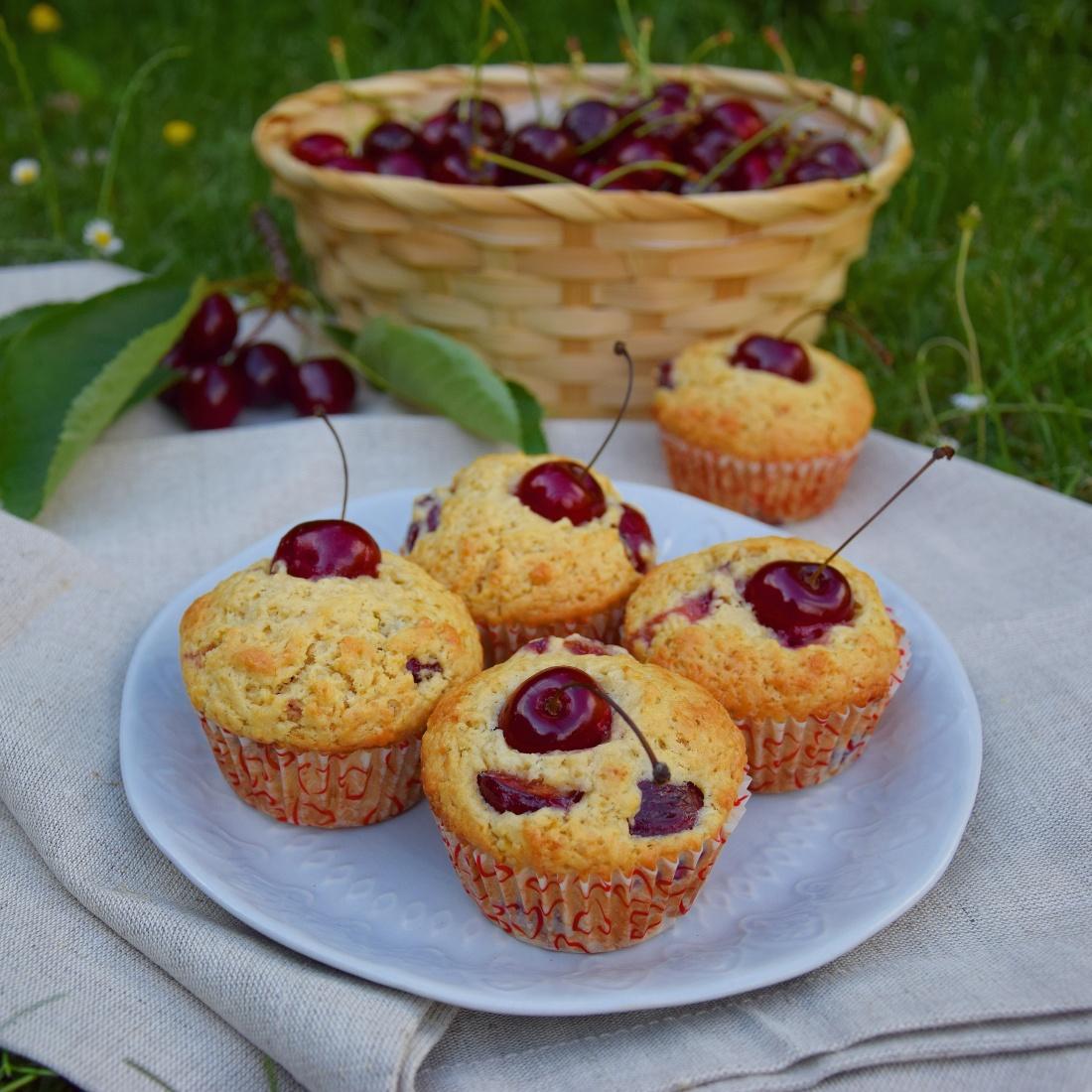 Třešňové muffiny ze zakysané smetany