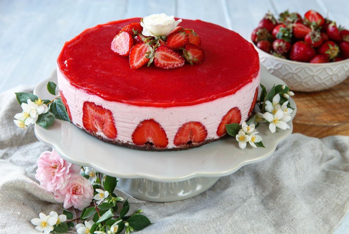 Nepečený jahodovo-tvarohový dortík